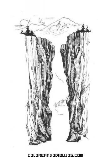 Profunda ranura entre dos montañas