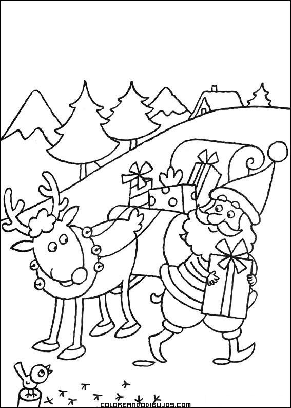 Santa Claus preparando los regalos