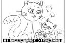 Mamá y pequeño gatito